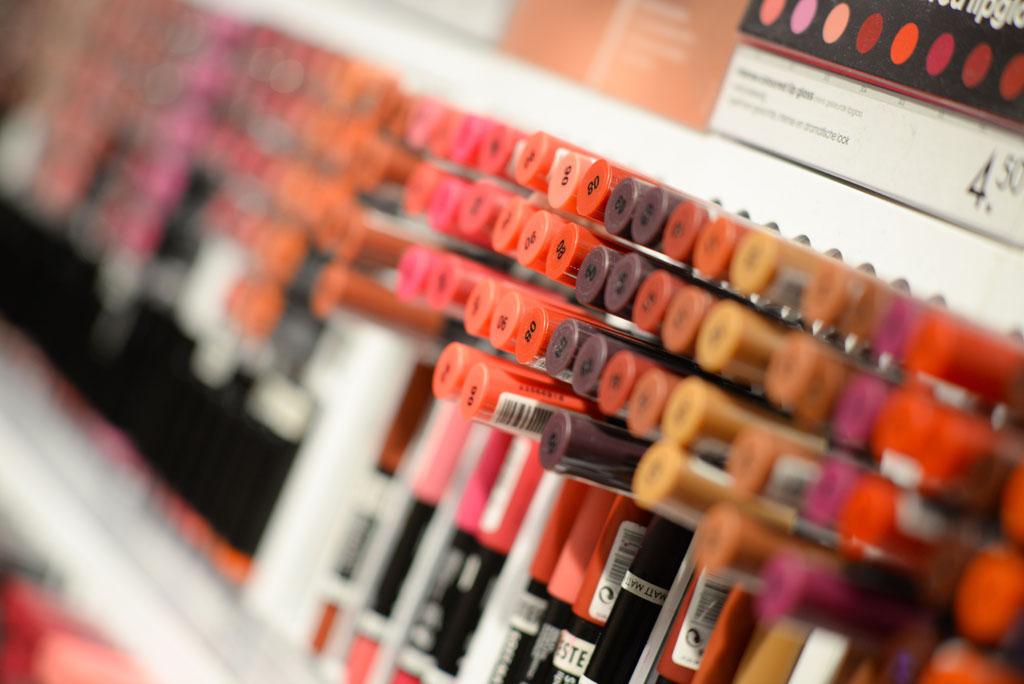 beauty-cosmetics-depth-of-field-1571585-1